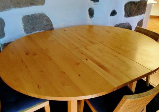 Mesa de madera redonda extensible y sillas a juego