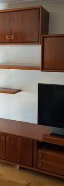 Muebles modulares y vitrina salón