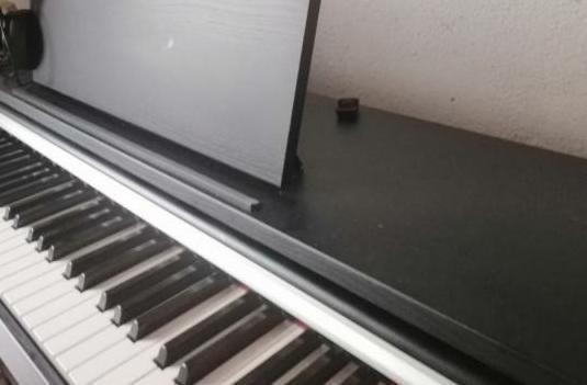 Piano yamaha 142 ydp