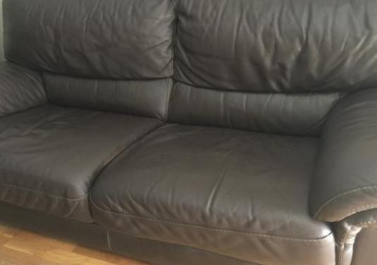 Sofá de cuero urge