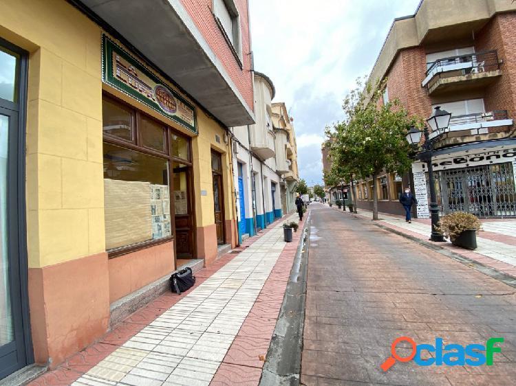Local comercial con vivienda en el centro de bembibre