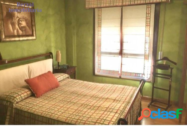 Piso de tres dormitorios, dos baños Zona San Adrián 2