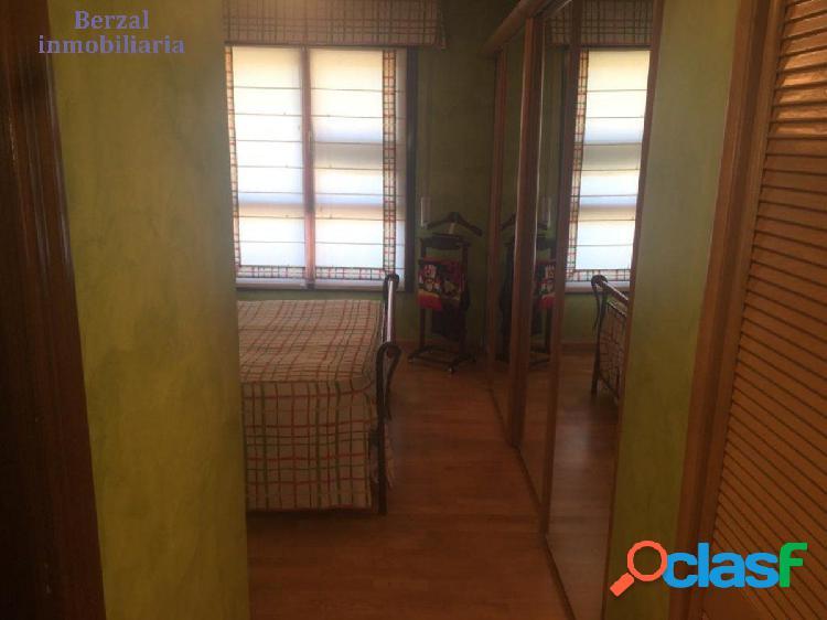 Piso de tres dormitorios, dos baños Zona San Adrián 3