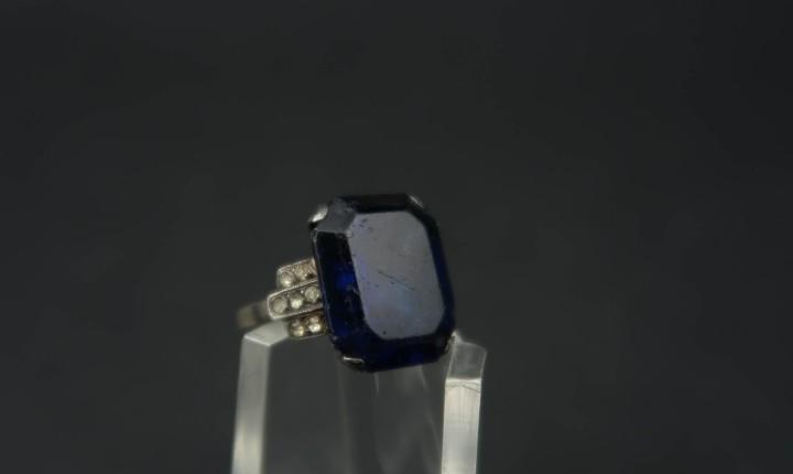 Antiguo anillo de plata y cristal azul