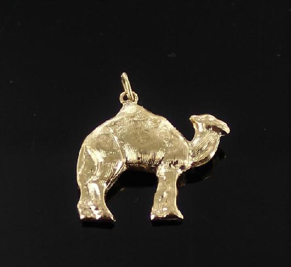 Colgante camello en oro de 18 k