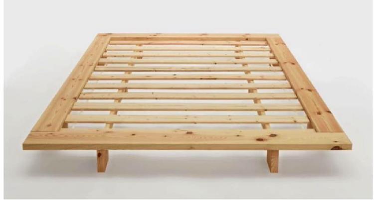 Cama realizada en madera de pino nórdico