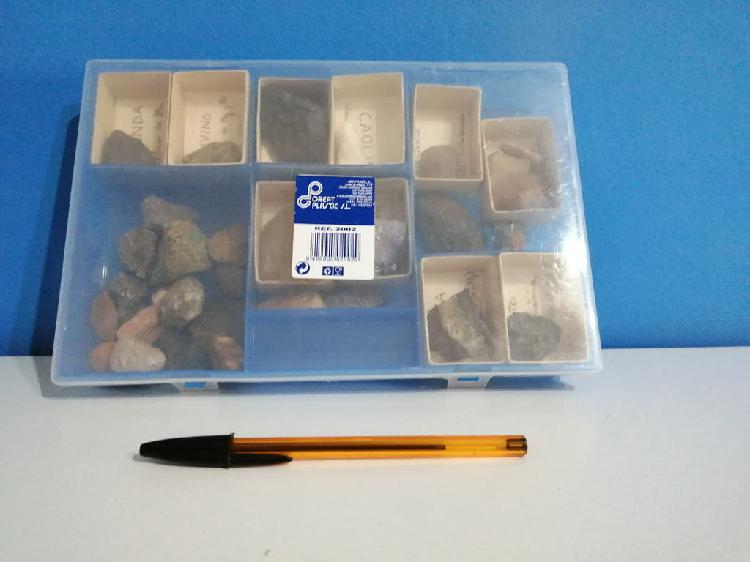 Caja con 33 minerales, la mayoría identificados