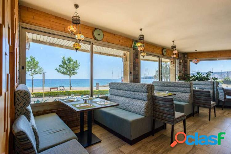 Great new restaurant, with terrace on the seafront in palamós