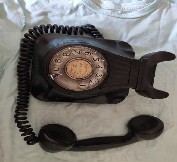Antiguo teléfono baquelita de pared