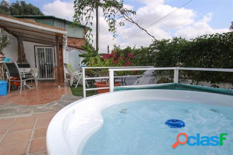 Casa adosada con mucho espacio al aire libre. Propiedad ÚNICA. Amplia terraza. 1