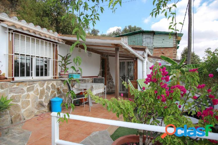 Casa adosada con mucho espacio al aire libre. Propiedad ÚNICA. Amplia terraza. 2