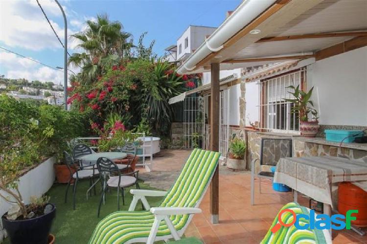 Casa adosada con mucho espacio al aire libre. Propiedad ÚNICA. Amplia terraza. 3