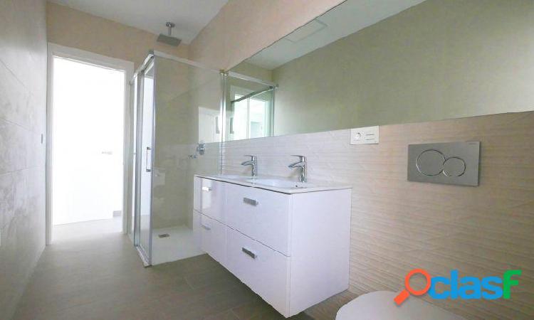 Villa con parking, piscina privada, solárium, 2 baños y 3 dormitorios en Ciudad Quesada 2