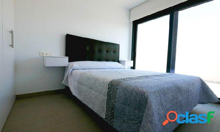 Villa con parking, piscina privada, solárium, 2 baños y 3 dormitorios en Ciudad Quesada 3