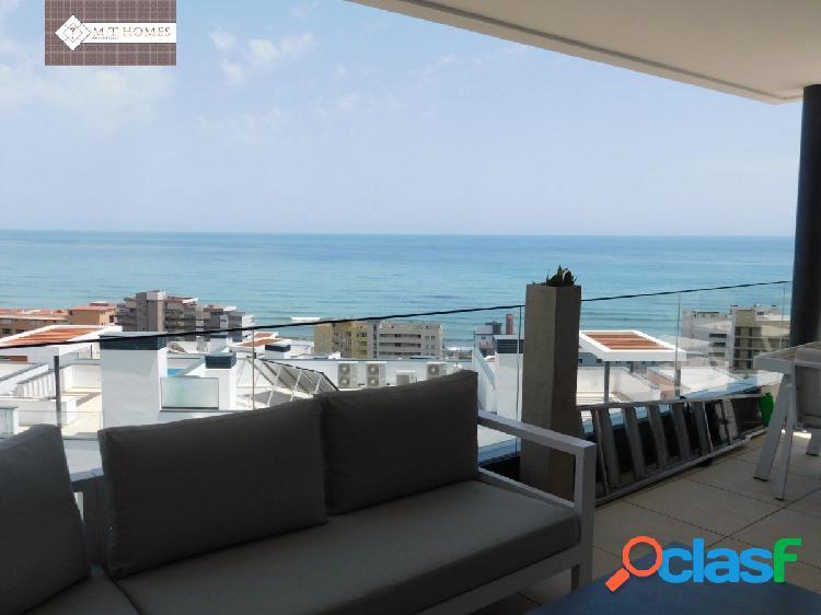 Fantástico piso de 4 habitaciones con vistas espectaculares al mar
