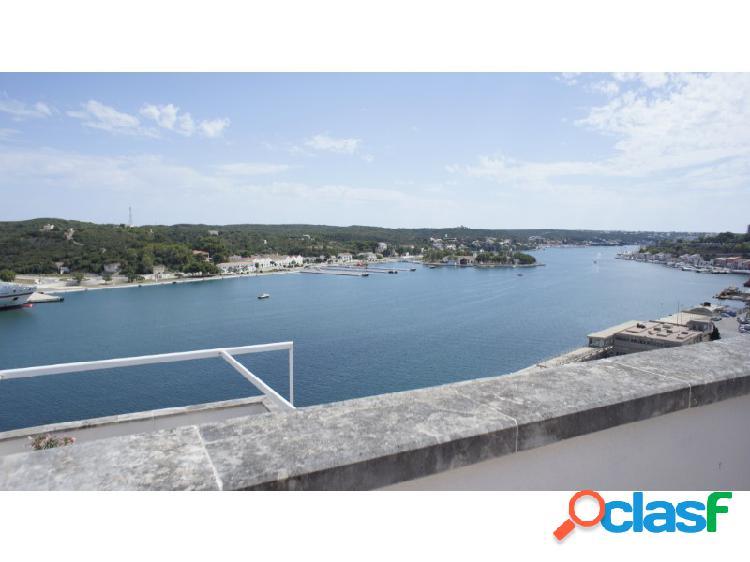 Magnífico ático en venta en menorca (maó / mahón) de 168m2 con 3 habitaciones y vistas directas al mar