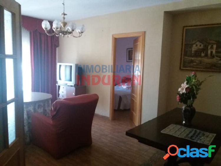 Piso de 98 m2 con 3 dormitorios y salón con terraza situado en zona centro (navalmoral de la mata)