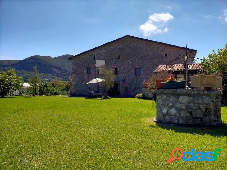 Casa de piedra con terreno en barrio sopeña, liendo