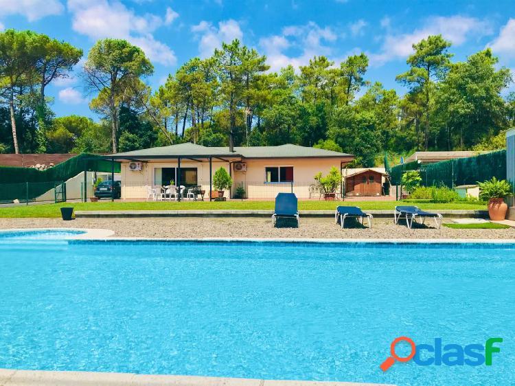 Villa en una planta con gran piscina cerca Grand PGA Golf y playas Lloret de Mar