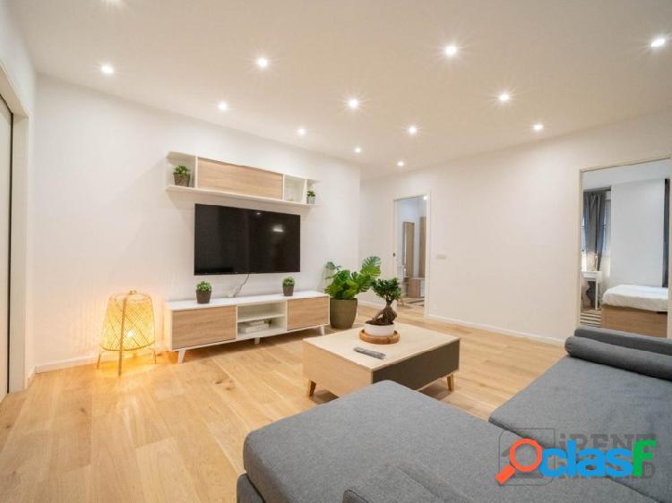 Amplia habitación con baño privado en chamberí