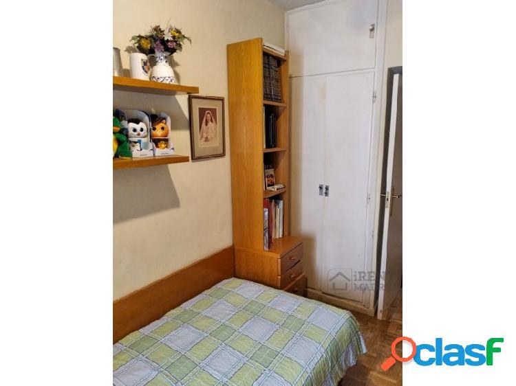 Habitación, con posibilidad de baño privado, comidas y servicio, en azca / santiago bernabéu