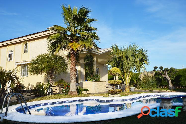 La villa de lujo con piscina p