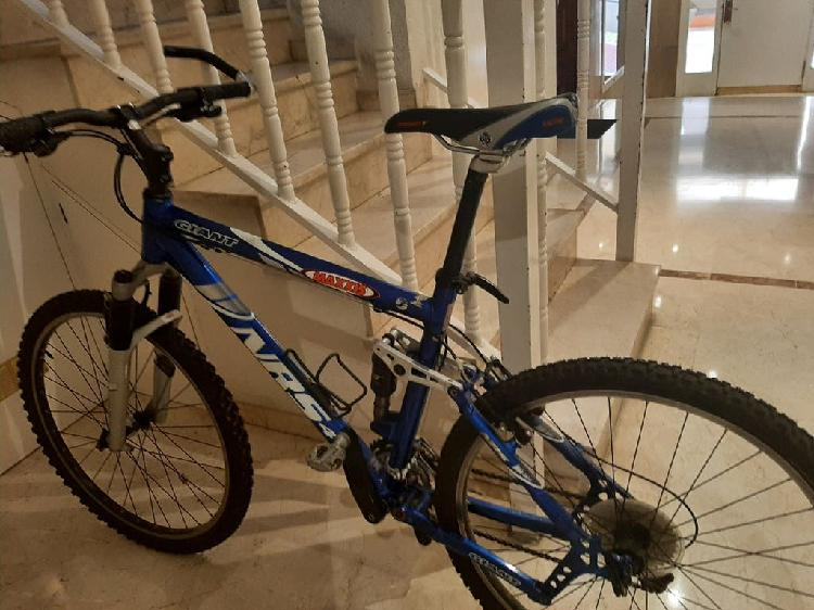 Bicicleta mountain bike giant nrs 4.