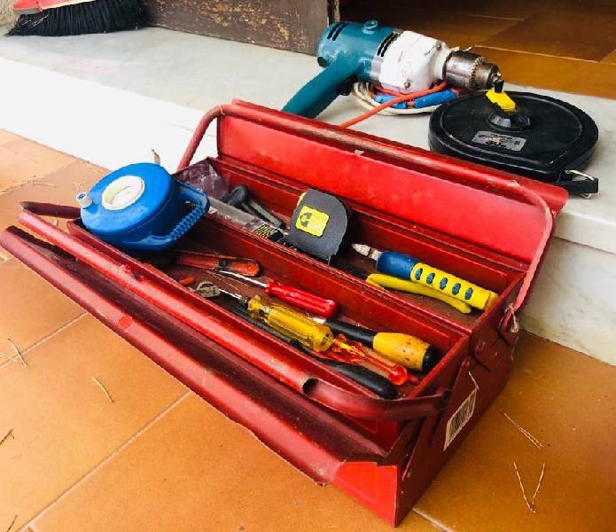 Potro taladro + caja metal + herramientas