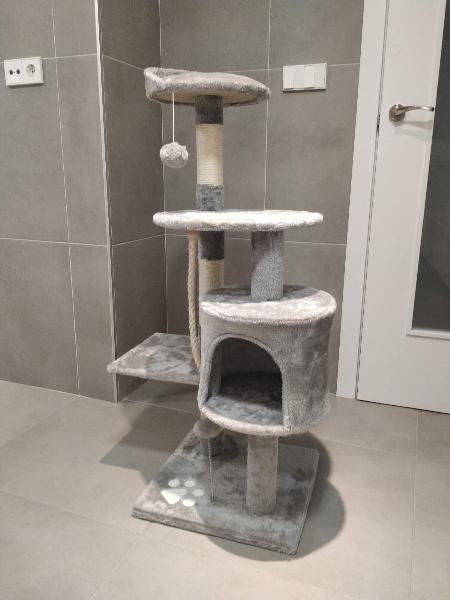 Rascador gato gris