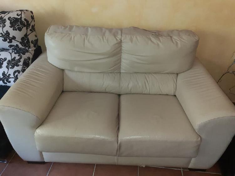 Sofa dos plazas piel,está en cartagena