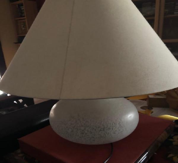 Lampara de sobre mesa con iluminacion interior