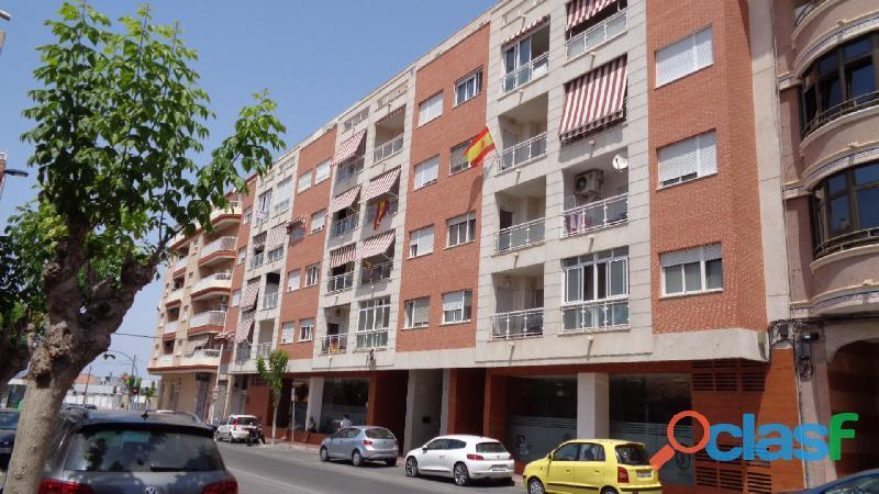 Espacioso Apartamento en Centro de Torrevieja a 400 metros de la Playa de Acequión con Garaje