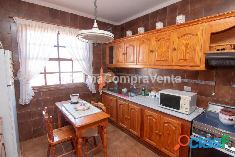 ID 423 Piso céntrico en Santo Domingo en secunda planta muy luminoso y amplio, en la azotea tienes 5
