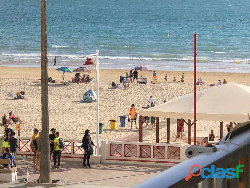 Piso primera línea de playa, Paseo Marítimo Playa Victoria Cádiz