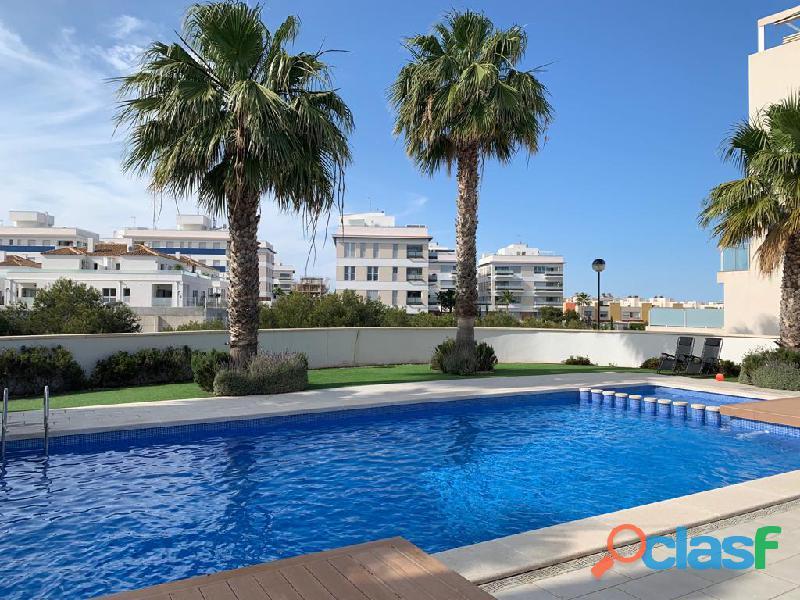 Precioso Apartamento Semi  Nuevo con Piscina Comunitaria en Orihuela Costa