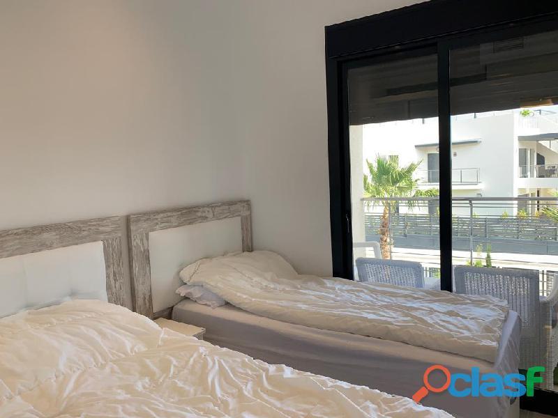 Precioso Apartamento Semi  Nuevo con Piscina Comunitaria en Orihuela Costa 3