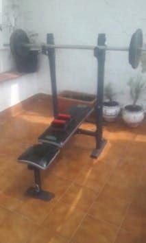 Banco de pesas o musculación. (escuchando ofertas)