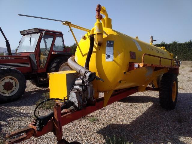 Cuba o cisterna para tractor compar de 5.000 litros.