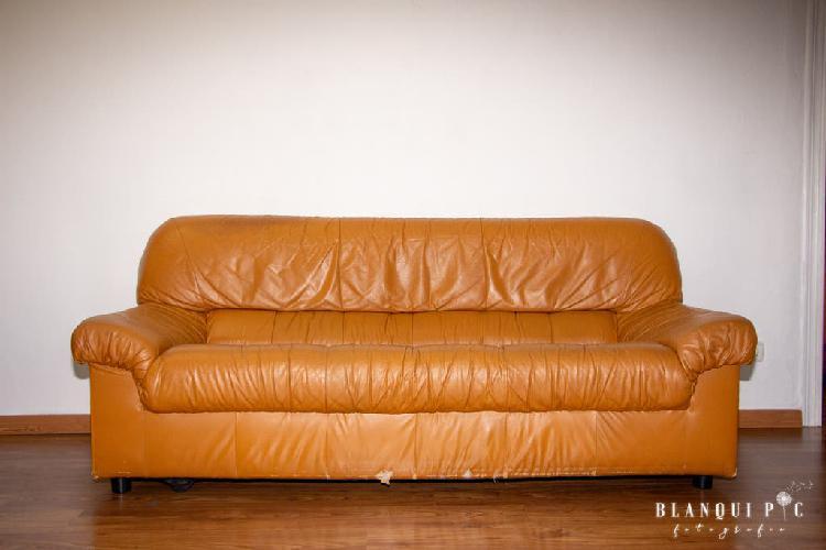 Sofá de cuero marrón anaranjado 2 plazas