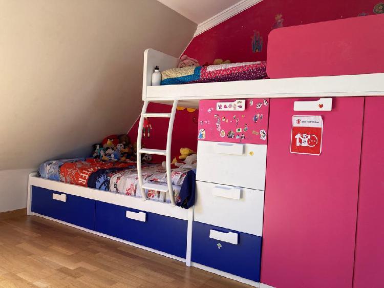 Tren con dos camas para habitación infantil