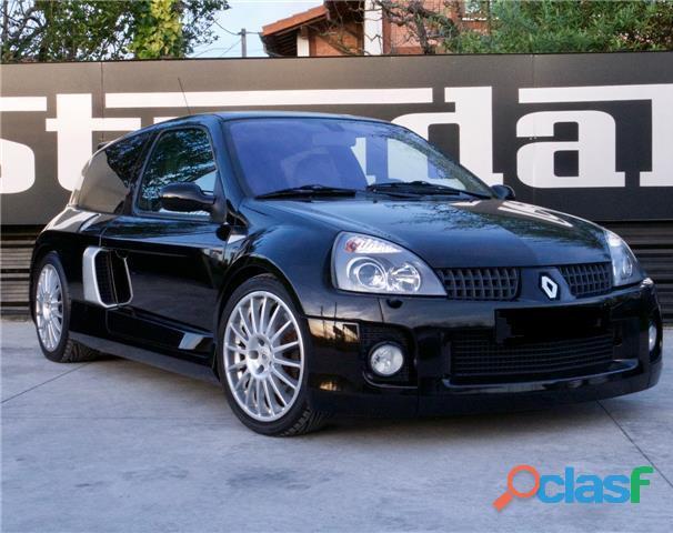 Renault Clio 3.0 V6 Sport