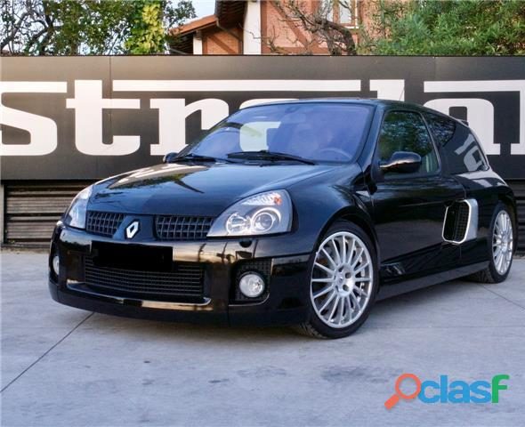 Renault Clio 3.0 V6 Sport 6