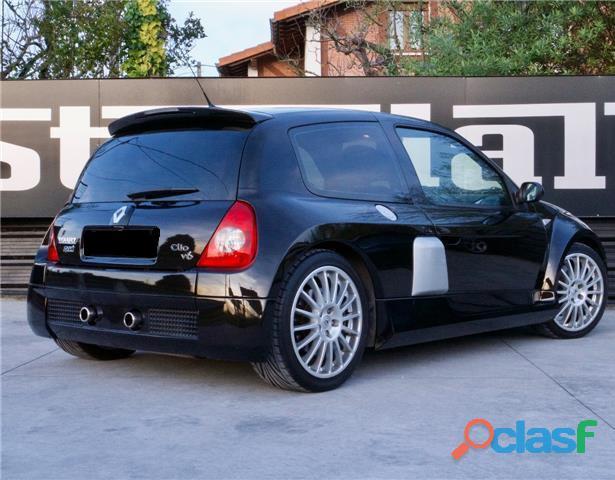 Renault Clio 3.0 V6 Sport 5