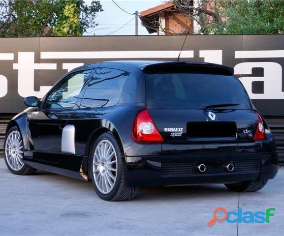 Renault Clio 3.0 V6 Sport 4