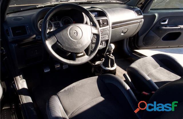 Renault Clio 3.0 V6 Sport 2