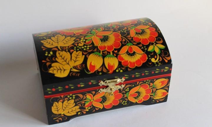 Caja joyero folclore rusia esmaltada con flores realizada y