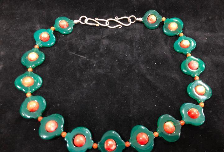 Collar de piedra natural cuarzo verde y coral - medida