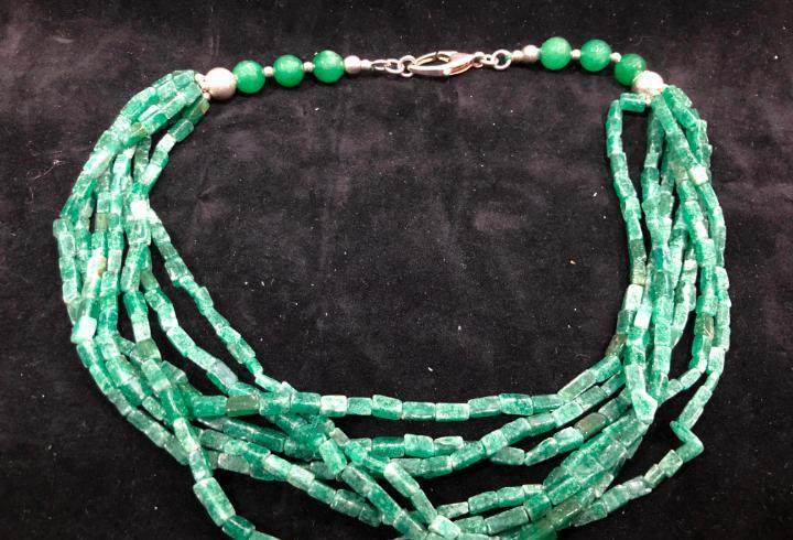 Collar piedra natural cuarzo verde y cierre plata de ley 925