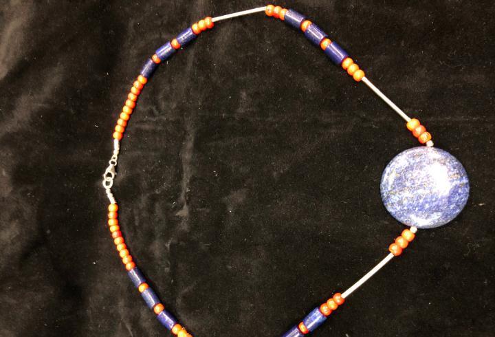Collar piedra natural lapislazuli, coral y cierre plata de