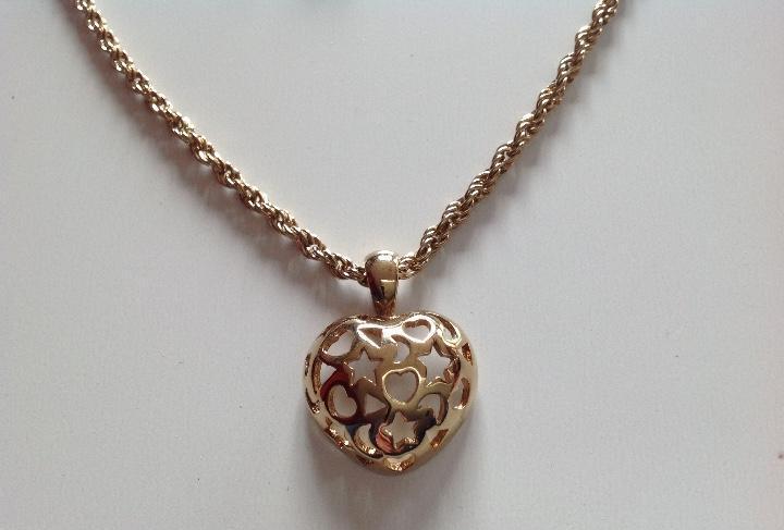 Gargantilla chapada en oro de 24k. corazón con lunas y